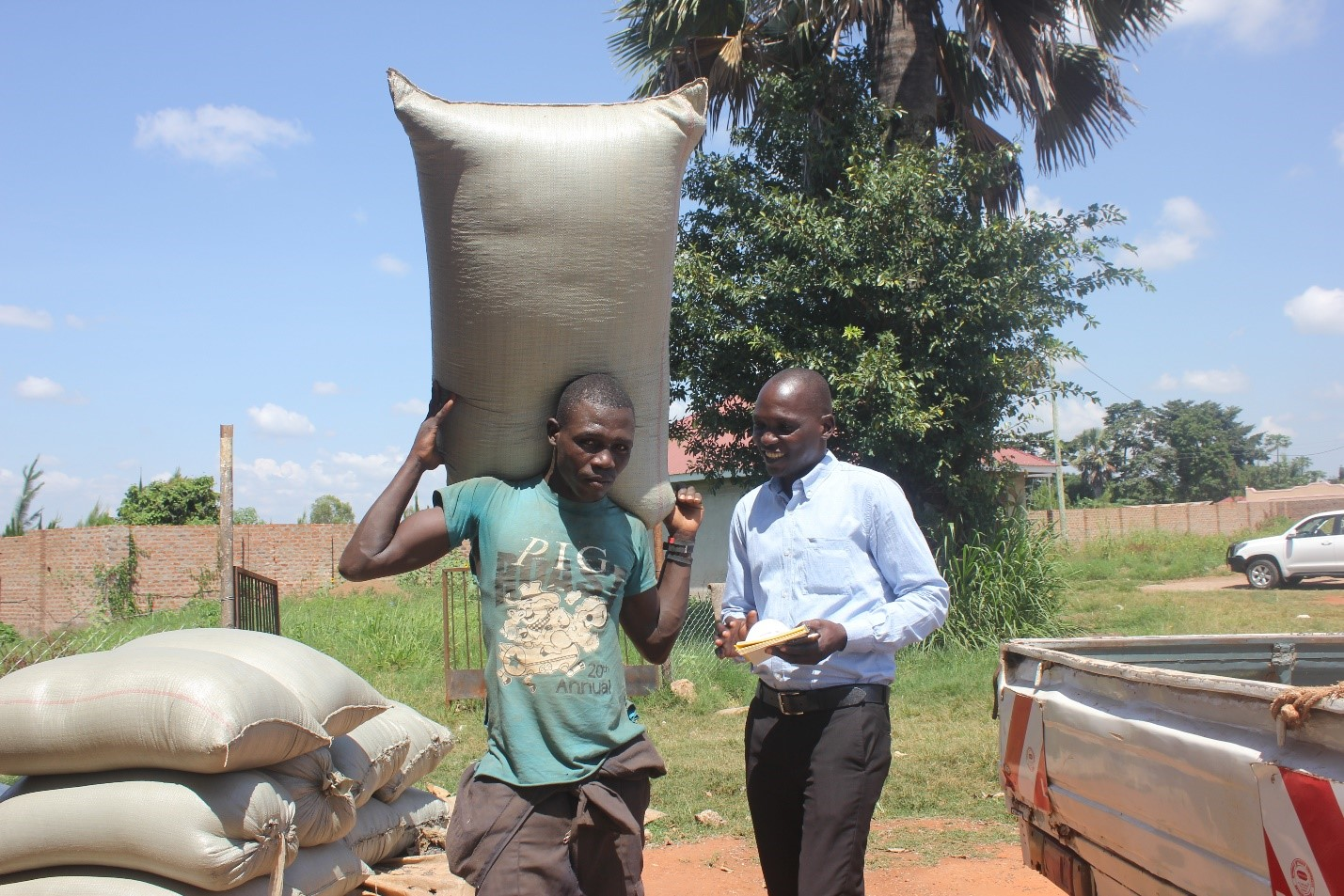 Walter Odyek, owner of Oasis Ltd. loads grain from a smallholder farmer. Source: NU-TEC MD